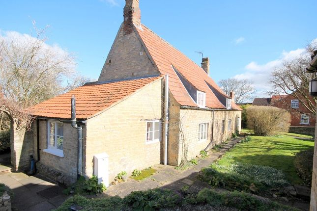 Thumbnail Cottage to rent in High Street, Castle Bytham, Grantham