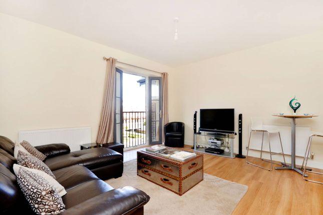2 bed flat to rent in Gresham Park Road, Old Woking, Woking GU22