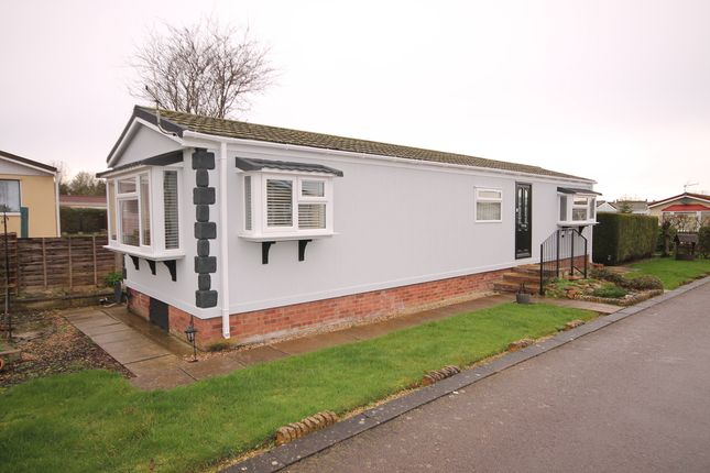 Thumbnail Mobile/park home for sale in Maple Close, Briar Bank Park, Wilstead, Bedford