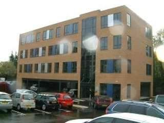 Serviced office to let in Stanningley Road, Bramley, Leeds
