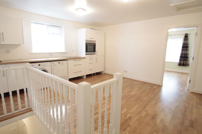 Thumbnail Flat to rent in Baker Street, Weybridge