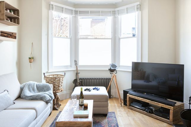 Thumbnail Triplex to rent in Abdale Road, London