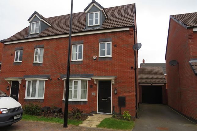 4 bed property to rent in Sandpit Drive, Birstall, Leicester LE4