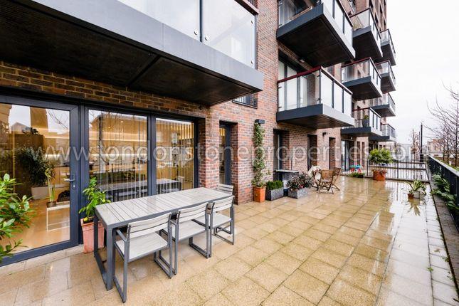Balcony of Duke Of Wellington Avenue, London SE18