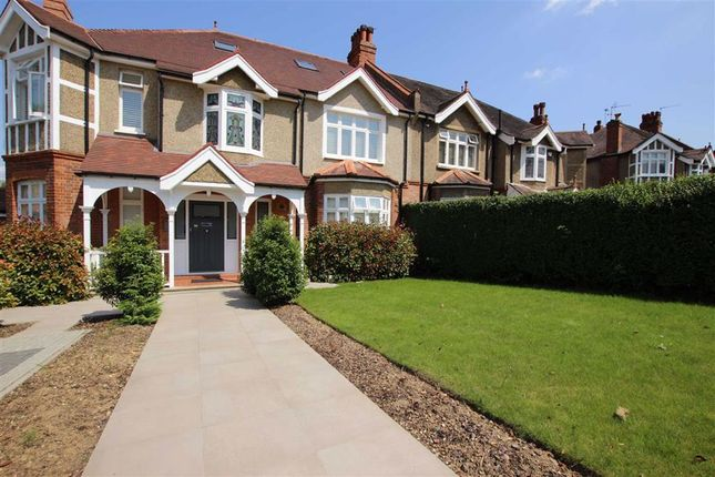 Thumbnail Flat to rent in 25 Lancaster Avenue, Hadley Wood, Hertfordshire