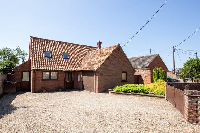 Thumbnail Detached house for sale in Holt Road, Fakenham