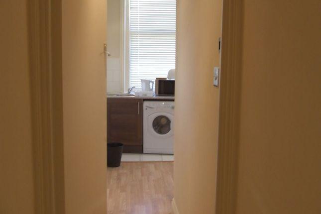 Thumbnail Flat to rent in Cambridge Heath Road, Bethnal Green
