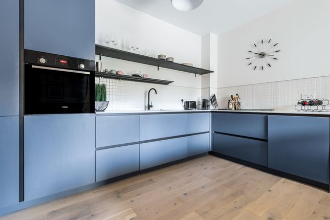 1 bed flat for sale in Balham High Road, London SW17