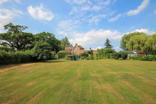 Thumbnail Semi-detached house for sale in Edenbridge Road, Hartfield