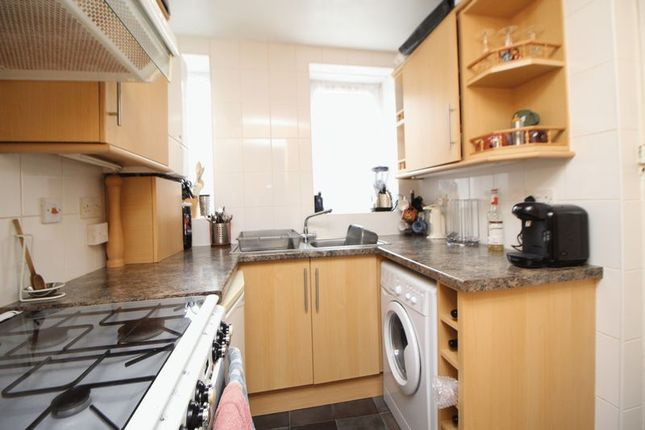 Kitchen of Harcourt Road, Kirkcaldy KY2