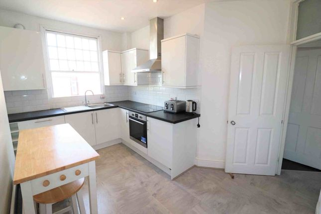 3 bed flat to rent in Sydenham Road, London SE26