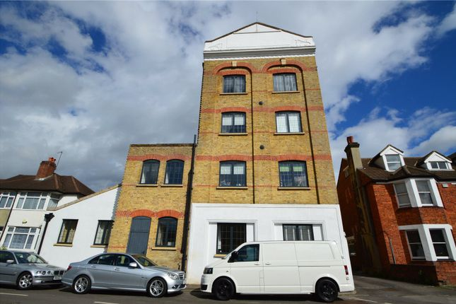 Thumbnail Flat for sale in Wandle Road, Beddington, Croydon