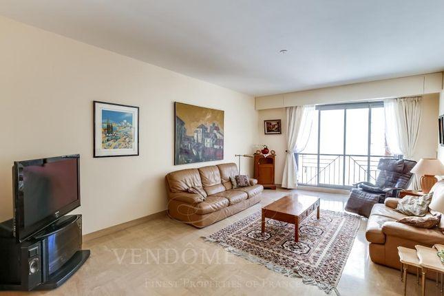 Living Room of 75007 Paris, France