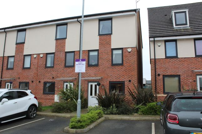 Thumbnail Town house to rent in Sundew Close, Heywood, Lancashire