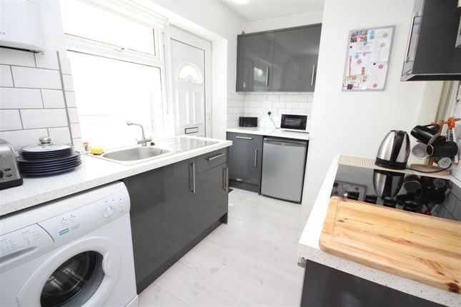 Flat to rent in Weston Road, Guildford