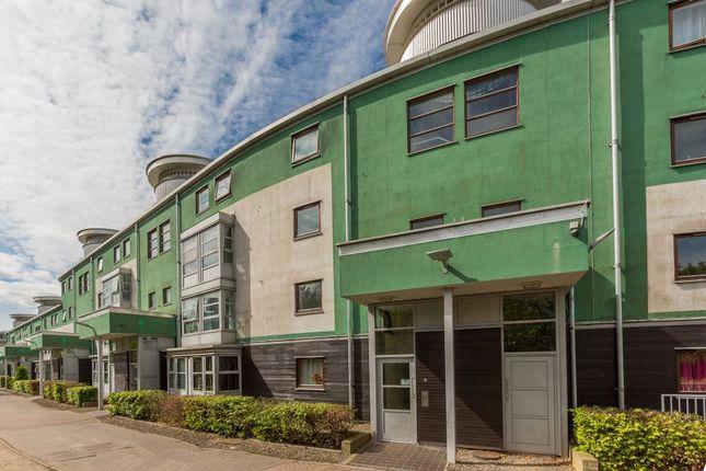 Thumbnail Flat for sale in 9/5 Slateford Green, Edinburgh