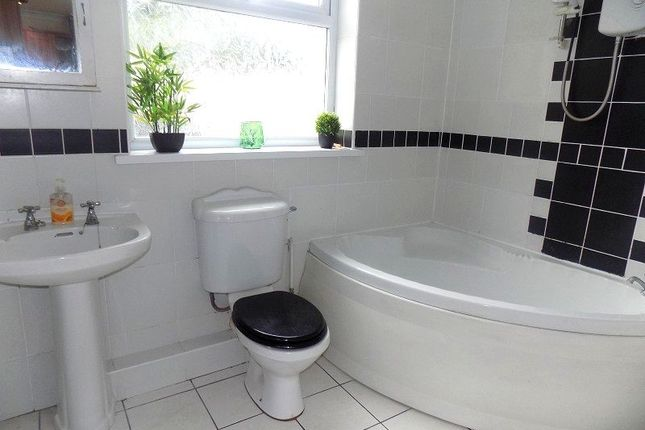 Family Bathroom of Penywern Road, Neath, Neath Port Talbot. SA10