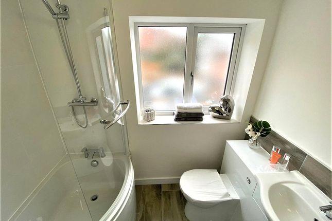 Bathroom of Rae Place, Coleshill Road, Nuneaton, Warwickshire CV10