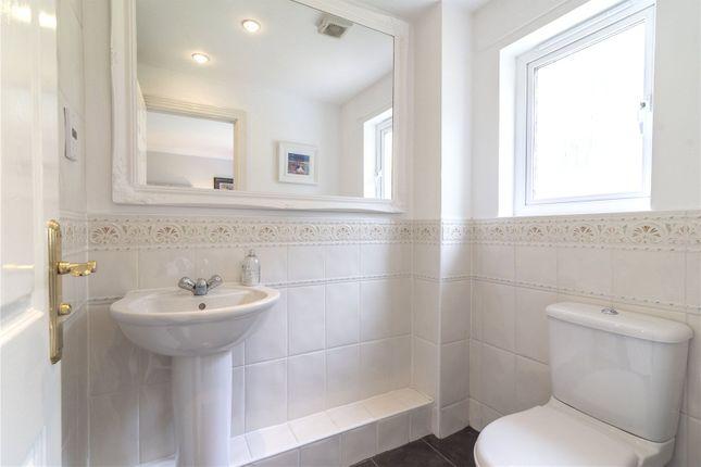 En-Suite of Douglas Avenue, Airth, Falkirk FK2