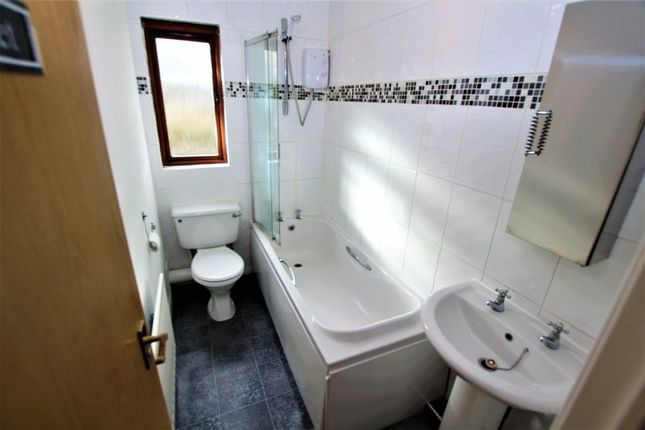 Bathroom of Rice Way, Motherwell ML1
