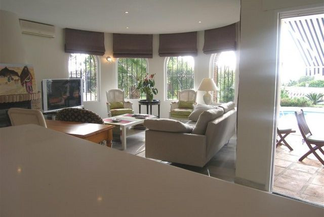 1 (14) Lounge Area