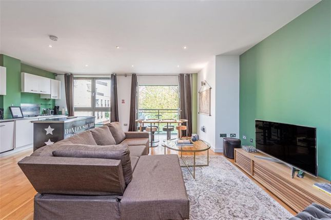 2 bed flat to rent in Hoffman Square, Chart Street, London N1