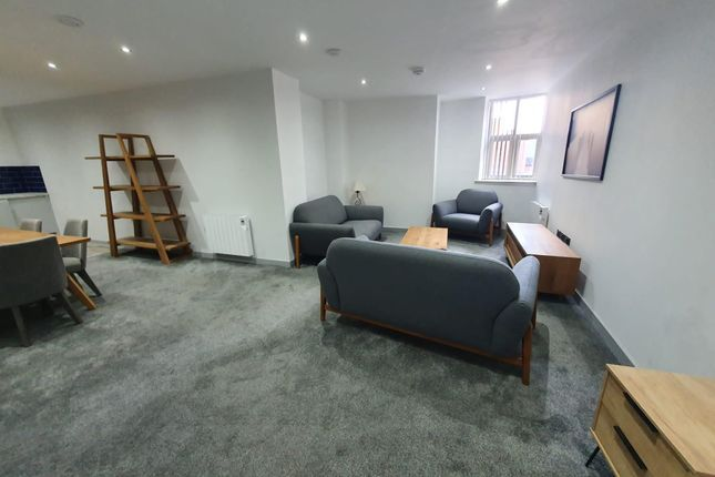 3 bed flat to rent in St. Sepulchre Gate, Doncaster DN1
