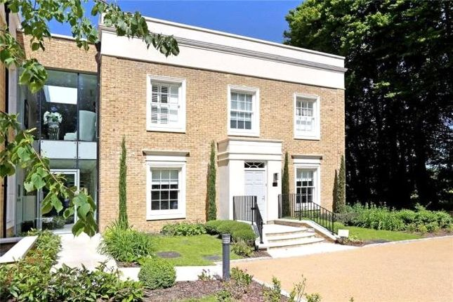 2 bed flat to rent in Connaught Square, Winchester SO22