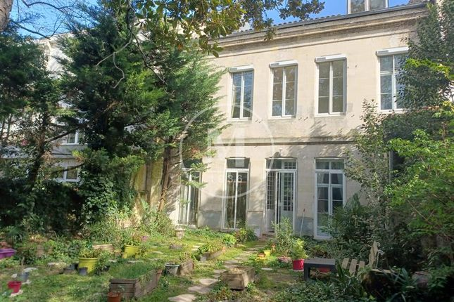 Thumbnail Town house for sale in Bordeaux, Aquitaine, 33000, France