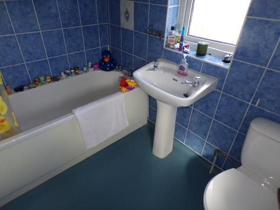 Bathroom of Gardendale Avenue, Clifton, Nottingham NG11