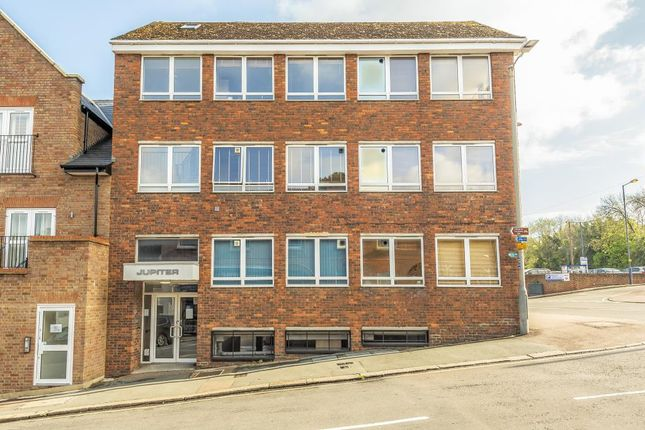 Thumbnail Flat to rent in Station Road, Chesham