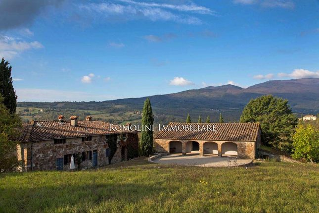 Tuscan Estate With Lake For Sale