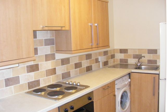 Thumbnail Flat to rent in Mid Street, Bathgate