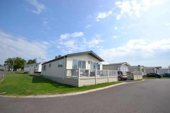 2 Bed Mobile Park Home For Sale In London Road Clacton On
