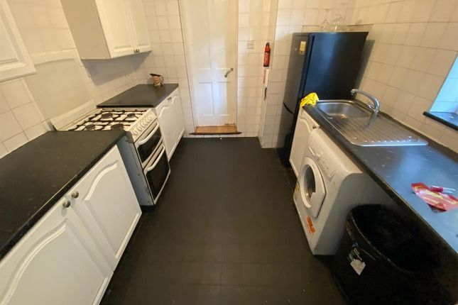 2 bed terraced house to rent in Charlemont Road, London E6