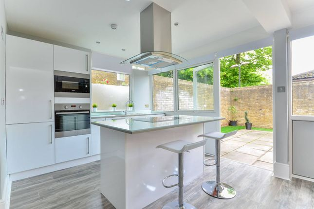 Thumbnail Bungalow to rent in Oborne Close, Herne Hill