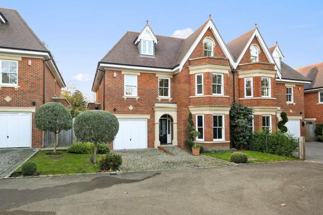 Thumbnail Terraced house to rent in Selborne Place, Old Avenue, Weybridge, Surrey