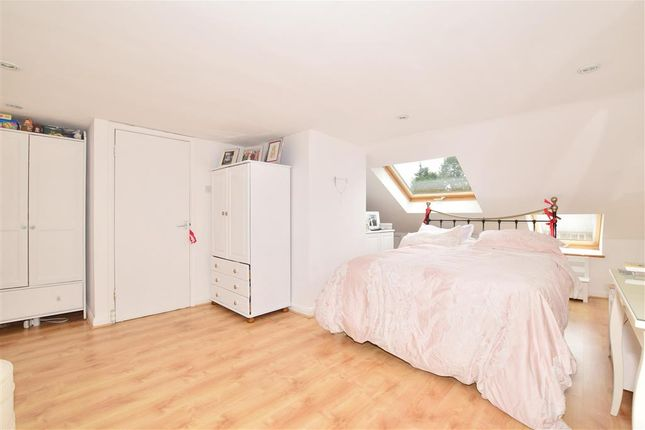4 bed end terrace house for sale in Woodlands Way, Southwater, Horsham, West Sussex