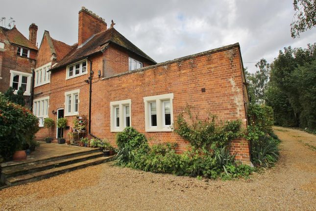 Thumbnail Flat for sale in Tidmarsh Lane, Tidmarsh, Reading