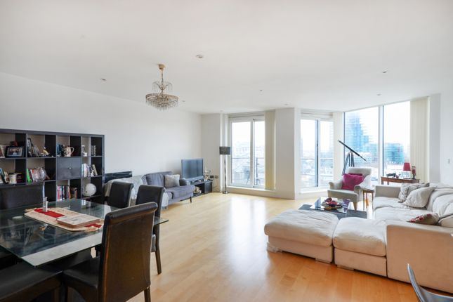 Thumbnail Flat for sale in Battersea Reach, London