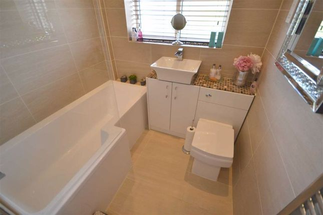 Family Bathroom of Haseley Close, Manchester M26