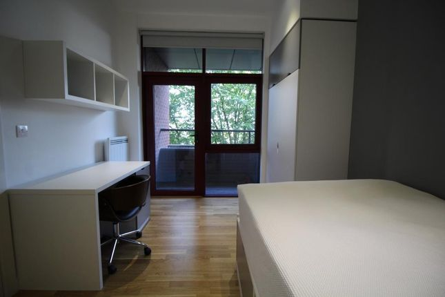 Thumbnail Property to rent in Q One Residence, Wade Lane, Leeds