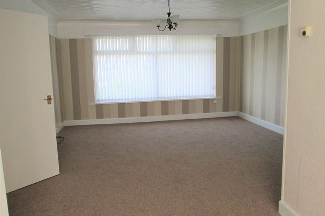 3 bed flat to rent in Long Lane, Aughton L39