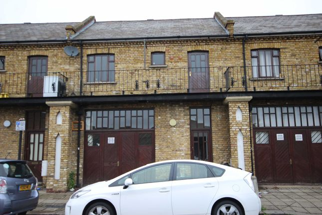 4 bed flat to rent in Essex Park Mews, London