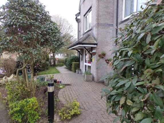 Thumbnail Flat for sale in Berrycoombe, Bodmin, Cornwall