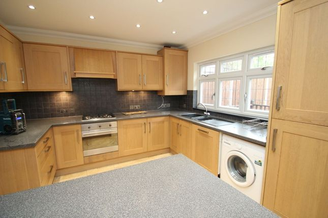 4 bed property to rent in Stafford Avenue, Hornchurch RM11