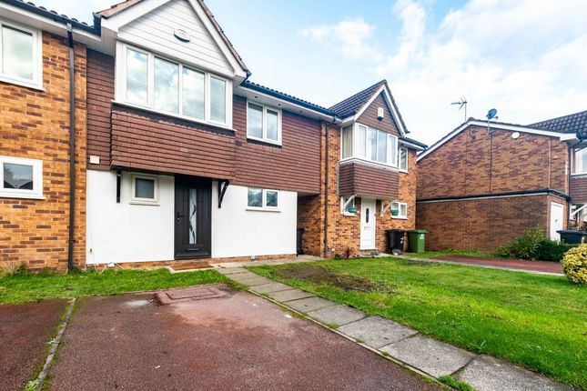 3 bed mews house to rent in Larchwood Drive, Wilmslow SK9