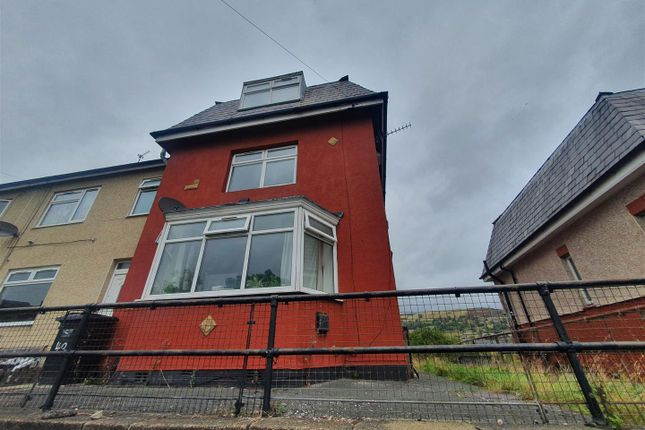 4 bed property to rent in Ovenden Way, Halifax HX3