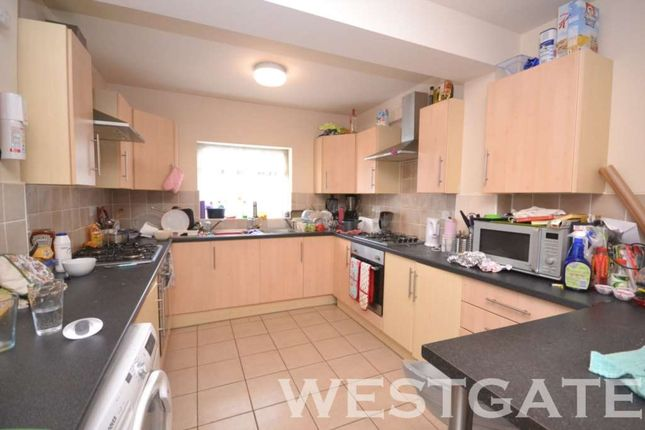 Thumbnail Terraced house to rent in Basingstoke Road, Reading