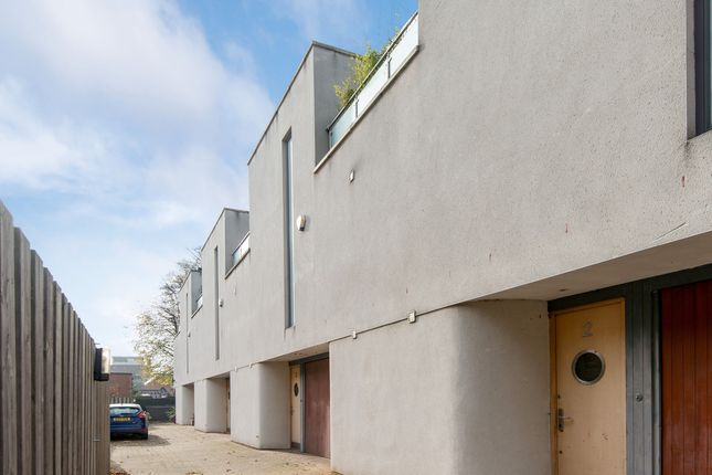 Thumbnail Terraced house for sale in Crown Place, London